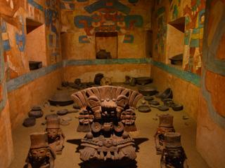 メキシコ国立人類博物館に展示されていた墓の様子