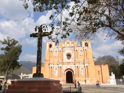 ホコテナンゴの中心部にある教会