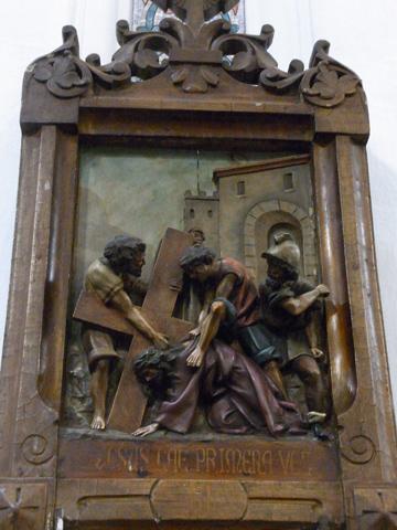 Tercera Estación: Jesús cae por primera vez.