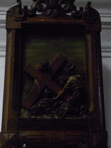 Novena Estación: Jesús cae por tercera vez.