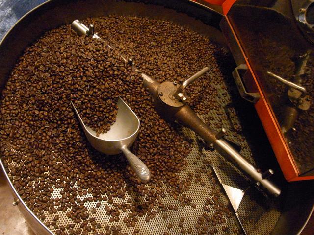 焙煎されたコーヒー豆