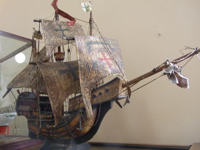 海賊船っぽい。バス級?