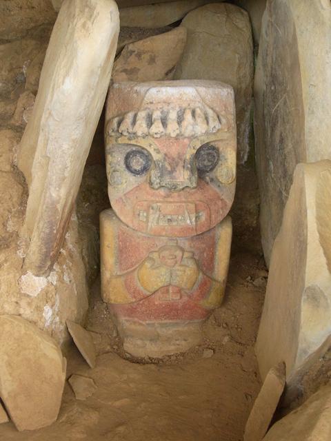 色つきの石像2