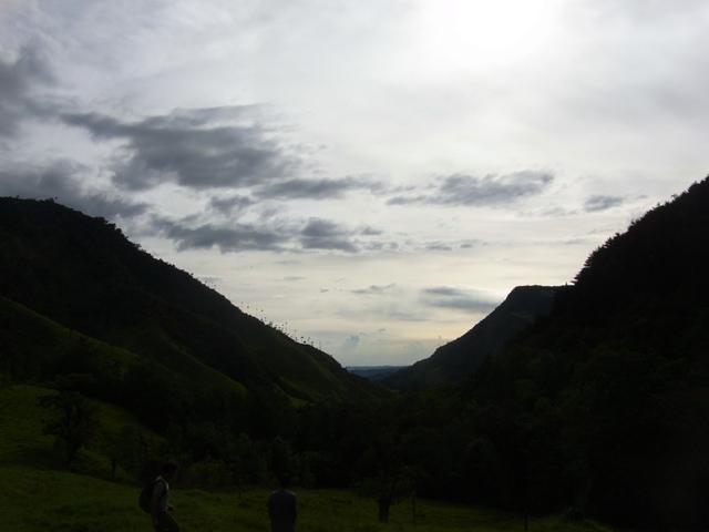 逆光のココラ渓谷