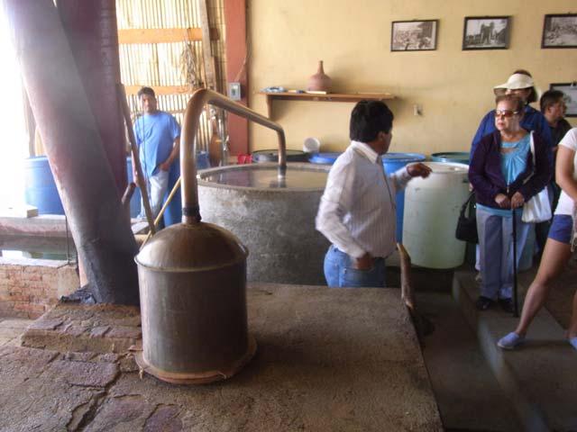 オアハカ郊外のメスカル工房