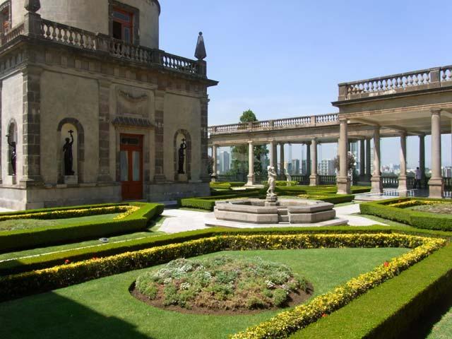 メキシコシティのチャプルテペック城2階に広がる庭園