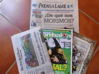 グアテマラの新聞prensa libreの日曜版