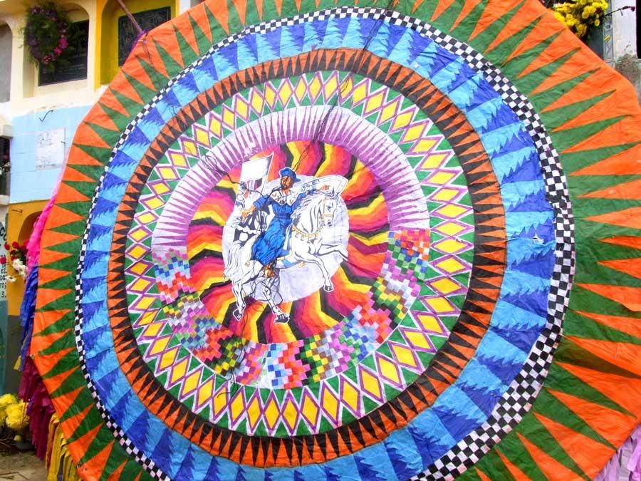 グアテマラの死者の日の凧揚げ