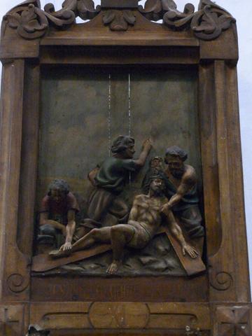 Undécima Estación: Jesús es clavado en la cruz.