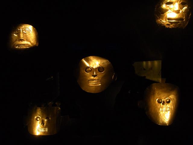 ボゴタの黄金博物館に展示されていた黄金の仮面
