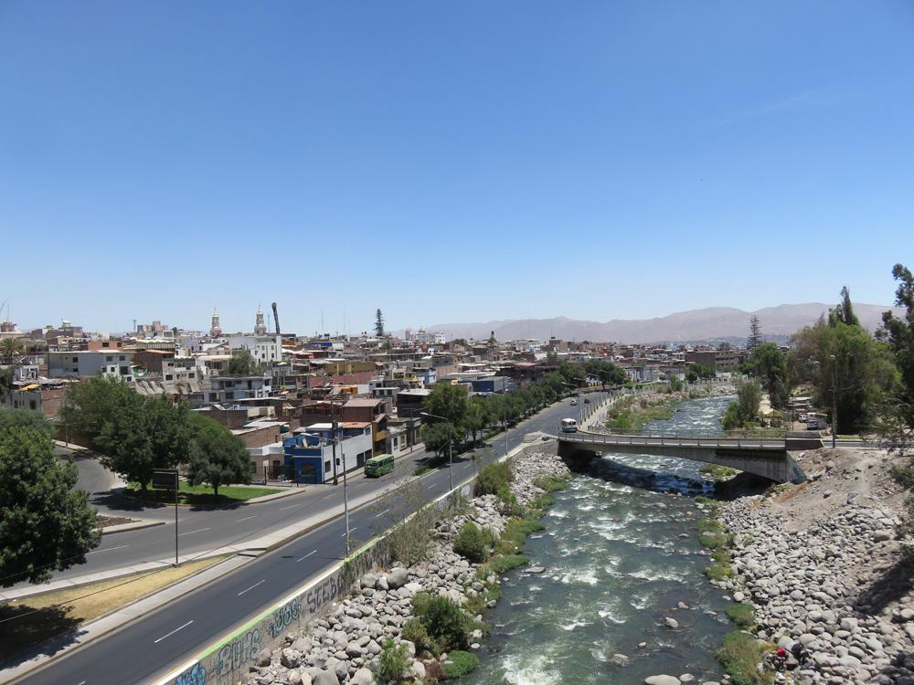 アレキパの中心を流れるチリ川